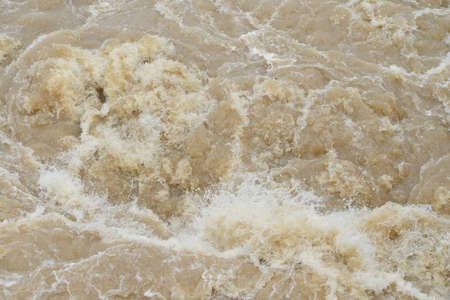 fondo inundación repentina en la estación lluviosa a cabo después de la tormenta