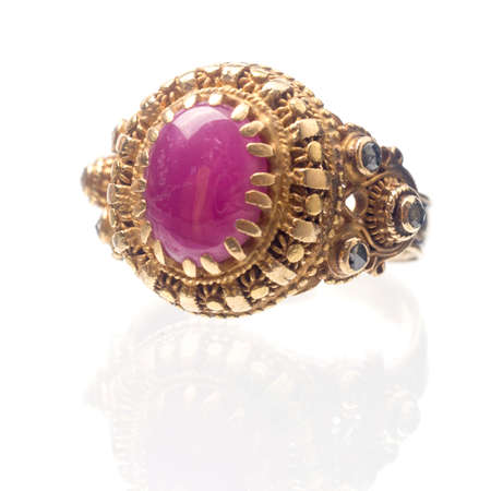 Pink ruby on gold ring , Traditional production Imagens