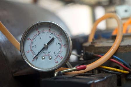 Compressore d'aria vecchio manometro