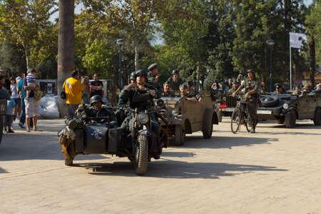 reenact: MURCIA, ESPA�A - 15 de octubre: los soldados alemanes en un desfile militar. Hist�rico Militar volver a representar el 15 de octubre de 2011 en Murcia, Espa�a.