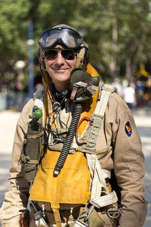 reenacting: Murcia, Spagna - 15 ottobre: ??American pilota militare durante una parata militare. Storico Militare reenacting il 15 ottobre 2011 in Murcia, Spagna.