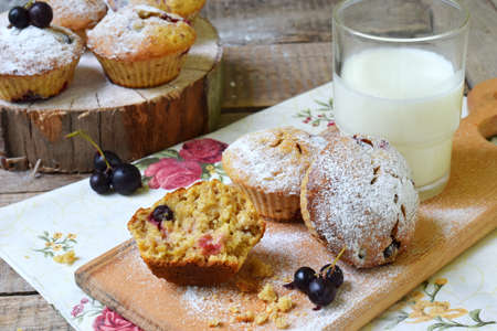 Muffins from oat and flax seeds with blackcurrant on a cutting wooden background. Homemade baking. Gluten-free cake. Healthy pastries. Vegetarian food. Rustic photo. Copy space Фото со стока