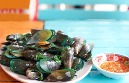 chilli sauce: Steamed mussels with sweet basil and chilli sauce in Thai style