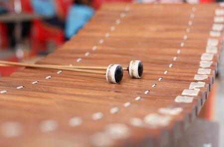 xilofono: Madera xil�fono Alto cultura tailandesa instrumento musical Foto de archivo