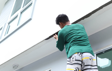 plasterer: Man shape the edge of the wall with plasterer concrete cement on house construction