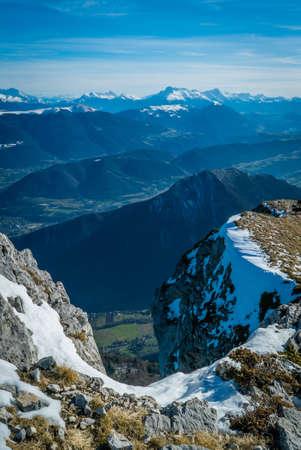 Grenoble-Tal von der Vercors-Bergkette aus gesehen Standard-Bild - 90699386