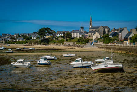 Boats at low tide in Batz island in Bretagne in France Archivio Fotografico