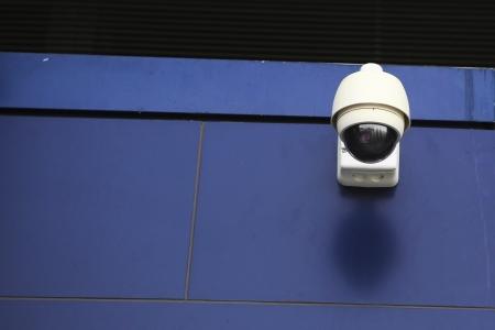 Sicherheits-Kamera, um die Übergänge Bürger und Unterstützer des Stadions zu überwachen. Standard-Bild - 25109638