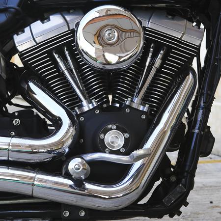 Motorrad Motorkopf mit Abgasrohr. Standard-Bild - 26066558