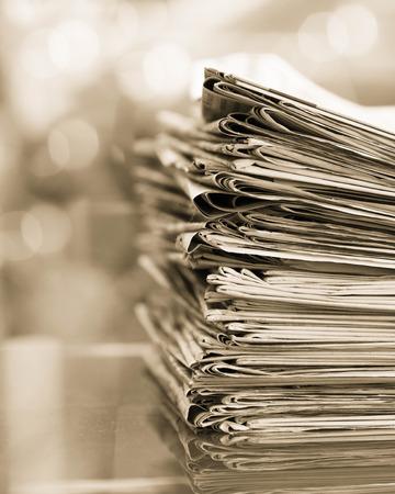 Stapel kranten met ruimte. Stockfoto - 32947097