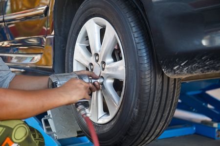 Remove/ Install Wheel Nut. Stockfoto