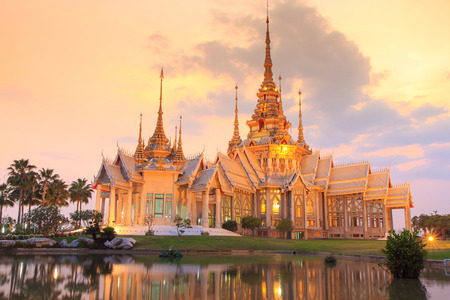 Thai temple in Nakhon Ratchasima or Korat, Thailand. Archivio Fotografico