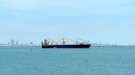 Contenedor de los buques que naveguen por la mañana.
