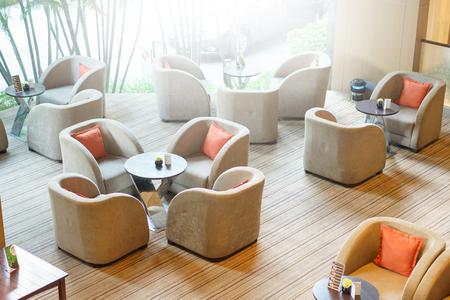 Innenraum eines modischen Cafés Standard-Bild - 83522132