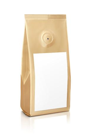 bolsita: Bolsa de oro de caf� con la bolsita de caf� Foto de archivo