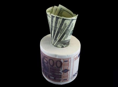 Papier de toilette EUR USD sur le fond noir Banque d'images