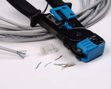 troubleshoot: Repair network cable with crimping tool