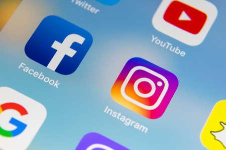 Sankt-Petersburg Russia December 13, 2017: Apple iPhone 7 with icons of social media facebook, instagram, twitter, snapchat application on screen. Smartphone Starting social media app. Editoriali