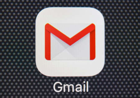 Sankt-Petersburg, Russia, January 25, 2018: Google Gmail application icon on Apple iPhone 8 smartphone screen close-up. Gmail app icon. Gmail is the most popular Internet online e-mail service Editoriali