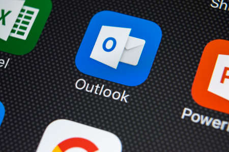 Sankt-Petersburg, Russia, February 22, 2018: Microsoft Outlook application icon on Apple iPhone X screen close-up. Microsoft outlook app icon. Microsoft OutLook application. Social media 에디토리얼