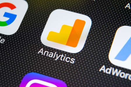 Sankt-Petersburg, Russia, February 20, 2018: Google Analytics application icon on Apple iPhone X screen close-up. Google Analytics icon. Google Analytics application. Social media network Éditoriale