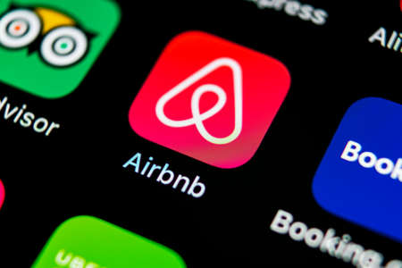 Sankt-Petersburg, Russia, May 10, 2018: Airbnb application icon on Apple iPhone X screen close-up. Airbnb app icon. Airbnb.com is online website for booking rooms. social media network. 写真素材 - 101711500