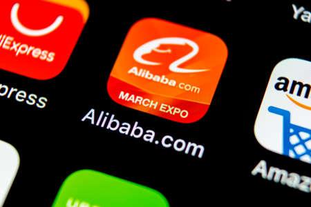 Sankt-Petersburg, Russie, 10 mai 2018: icône de l'application Alibaba sur gros plan de l'écran du smartphone Apple iPhone X. Icône de l'application Alibaba. Alibaba.com est une application de commerce électronique populaire. Icône de médias sociaux