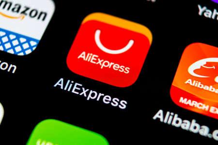 Sankt-Petersburg, Russia, 10 maggio 2018: Icona dell'applicazione Aliexpress sul primo piano dello schermo dello smartphone Apple iPhone X. Icona dell'app di Aliexpress. Aliexpress.com è una popolare applicazione di e-commerce. Icona dei social media