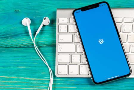Sankt-Petersburg, Russia, June 2, 2018: Wordpress application icon on Apple iPhone X screen close-up. Wordpress app icon. Wordpress.com application. Social network 新闻类图片
