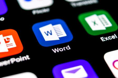Sankt-Petersburg, Rusia, 30 de septiembre de 2018: icono de la aplicación Microsoft Word en primer plano de la pantalla del iPhone X de Apple. Icono de palabra de Microsoft Office. Oficina de Microsoft en el teléfono móvil. Medios de comunicación social