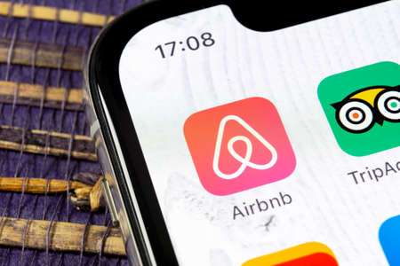 Sankt-Petersburg, Russia, December 5, 2018: Airbnb application icon on Apple iPhone X screen close-up. Airbnb app icon. Airbnb.com is online website for booking rooms. social media network. Banque d'images - 115219210