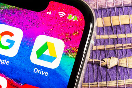 Sankt-Petersburg, Russia, February 17, 2019: Google Drive application icon on Apple iPhone X screen close-up. Google drive icon. Google Drive application. Social media network Редакционное