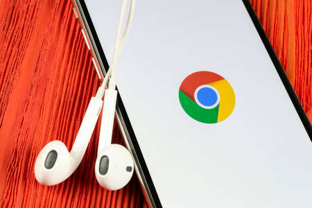 Helsinki, Finland, May 4, 2019: Google Chrome application icon on Apple iPhone X screen close-up. Google Chrome app icon. Google Chrome application. Social media network 報道画像