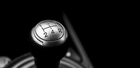 Close up view of a manual gear lever shift isolated on black background. Manual gearbox. Car interior details. Car transmission. Soft lighting. Abstract view. Car detailing Banco de Imagens