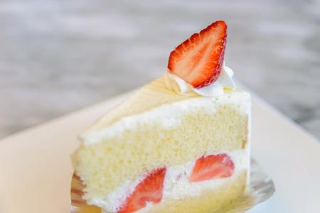 porcion de torta: Pedazo de pastel de fresa