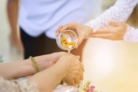 Cerimonia di Songkran, nuovo anno tradizionale tailandese