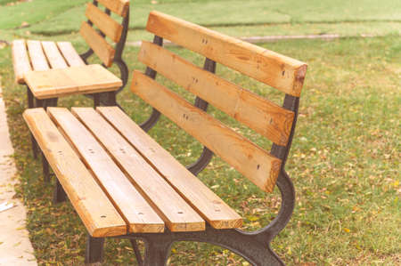 empty park bench in the garden Banque d'images