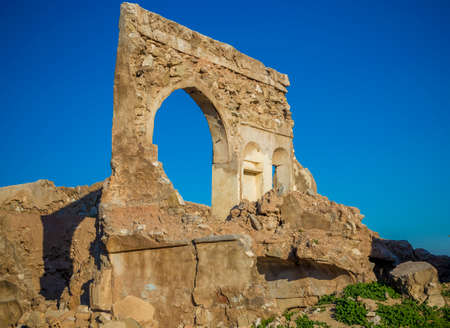 parapet wall: Ruins of old building in Iraqi Kurdistan region inside Kirkuk city