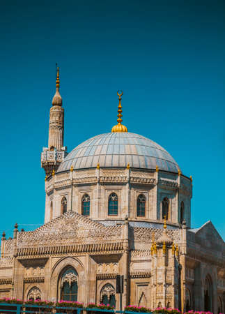 parapet wall: Ancient Ottoman mosque in Turkey Stock Photo