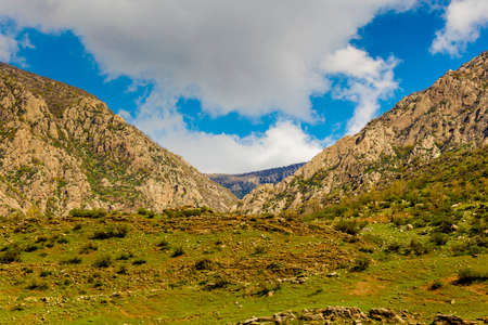 inclination: High mountains in Iraqi countryside near Duhik city Stock Photo