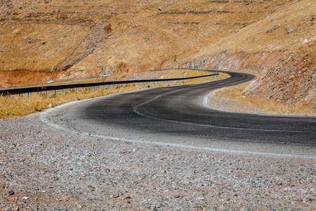Zakřivené silnice v iráckém venkově se nachází v Kurdistánu regionu Reklamní fotografie