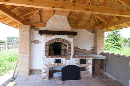 建築、家の古いスタイル、屋外グリル暖炉付けポーチ 写真素材