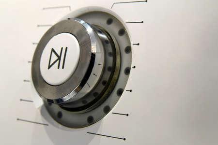 Reproduzca y pause los detalles macro del botón de encendido. Foto de archivo - 88450674