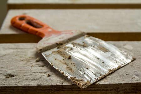 Kunststof en metalen gereedschap voor stukadoorswerken Stockfoto