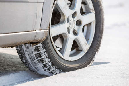 Close-up of car wheels rubber tire in deep snow. Transportation and safety concept. Banco de Imagens