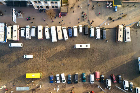 Aerial view of many cars and buses moving on a busy city street. Imagens