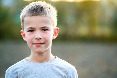 Portrait of a child boy outdoors on a warm sunny summer day. Standard-Bild