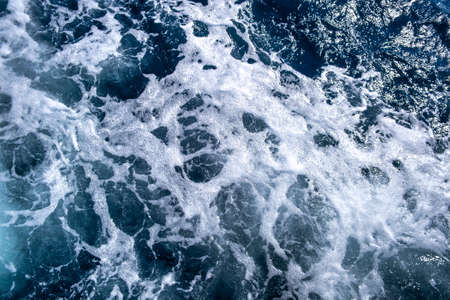 Top down aerial view of sea water surface. White foam waves texture as natural background. 版權商用圖片