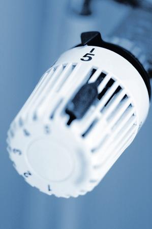 radiador: Mando de control de un radiador est�ndar Foto de archivo