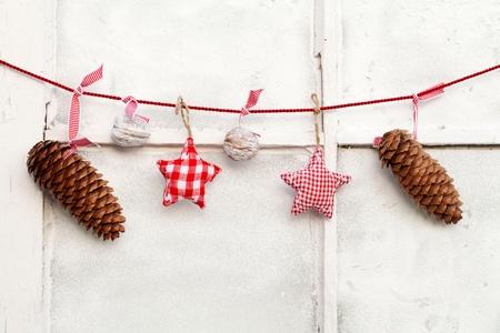Kerstdecoratie opknoping on line Stockfoto